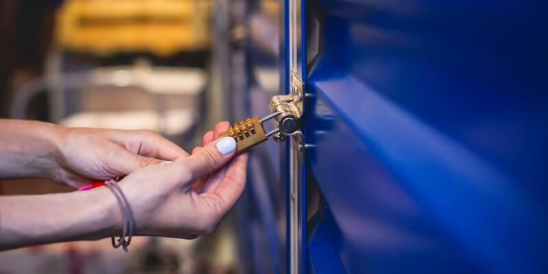 leading 7 factors to choose a moving garage door - Superior Garage Door Repair