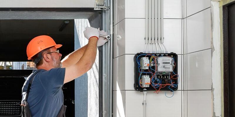 listed below are the reasons why the garage door gets stuck - Superior Garage Door Repair